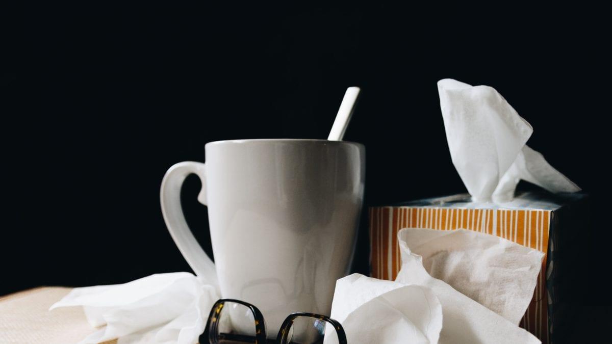 Brille-Tasse-Taschentuecher-gefuehle-koennen-krank-machen